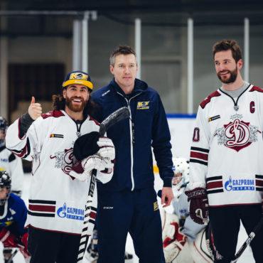 Rīgas Dinamo zvaigznes viesojas hokeja skolā!