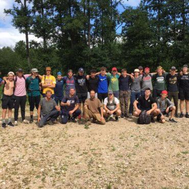 """HS """"Kurbads"""" JAHL komandas pirmssezonas saliedēšanās pasākums mežā"""