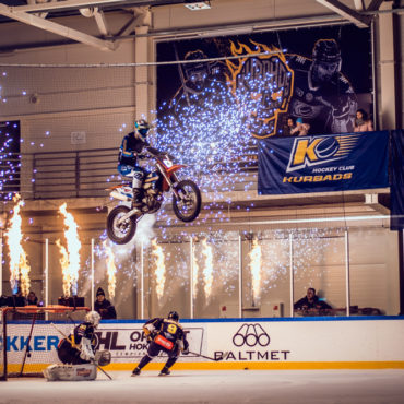 Andris Grīnfelds makes history with a unique stunt in ice arena