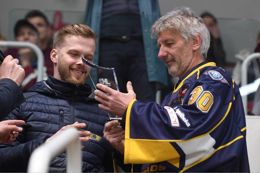 Apbalvoti OHL sezonas labākie hokejisti