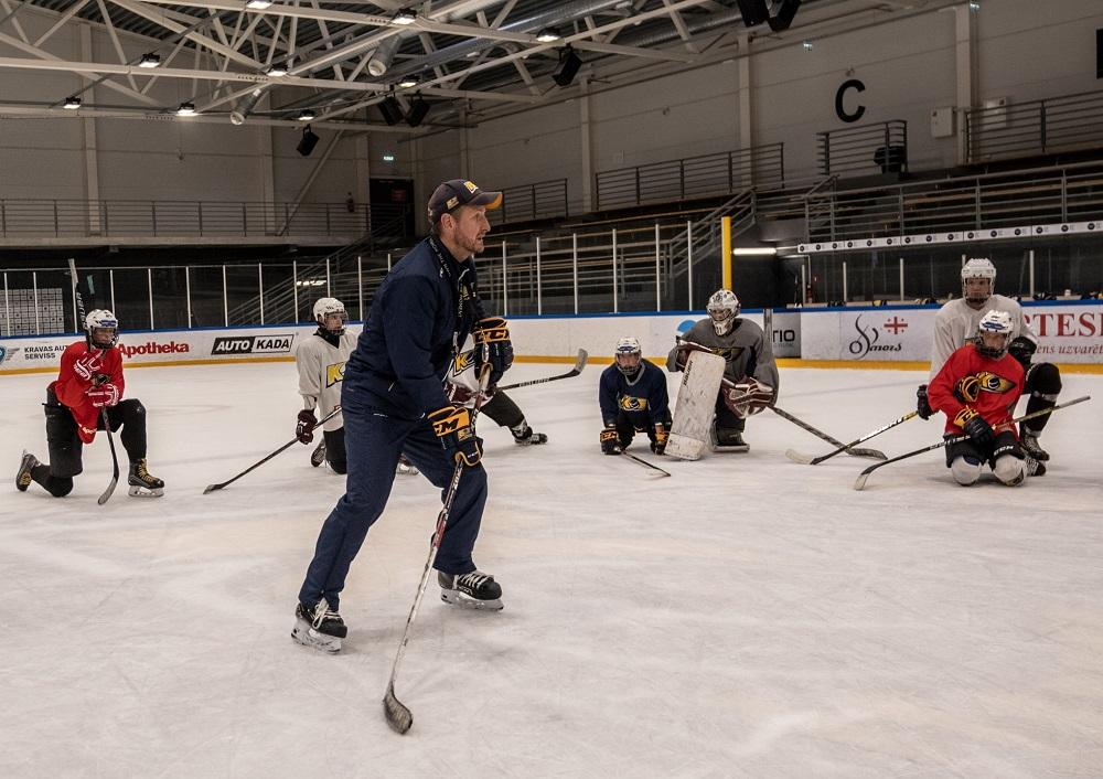 """Toms Bluks: """"Mēs strādājam, lai spēlētāji attīstītos un izaugtu par labiem hokejistiem"""""""